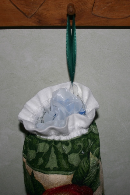 20+ Ways To Make A Plastic Bag Holder: {Patterns  DIY} : TipNut.com