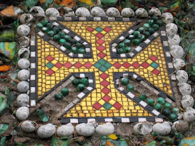 Red, yellow and green quartered cross