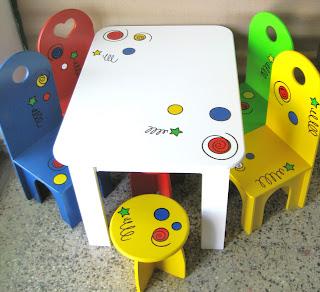 Los colores locos muebles infantiles juego de mesa y for Mesa y silla infantil