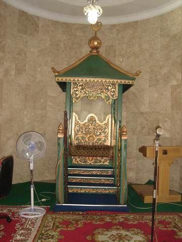 Mihrab mesjid yang berumur cukup tua