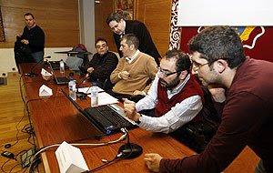 En la mesa, Francisco Fernández (izquierda), Antonio Nóvoa y Javier Romanach,
