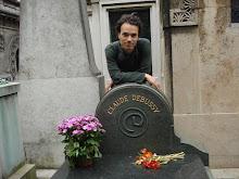 Na sepultura de Debussy, em Paris (Mormântul lui Debussy, Paris)
