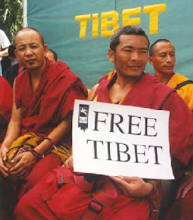 Si muore in Tibet? L'importante è fare affari