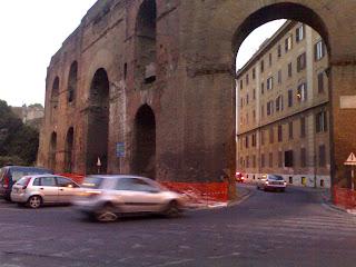 Dafne e Romeo. E i misteriosi lavori a Porta Maggiore