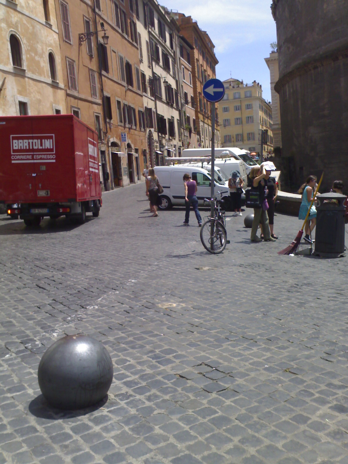 Roma fa schifo luglio 2010 for Arredo urbano roma