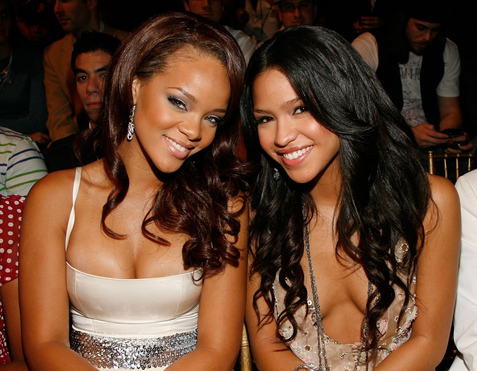 http://4.bp.blogspot.com/_k4qmQfCR1bM/TN2lRFSMFtI/AAAAAAAAAF4/nLKoJX16Rk4/s1600/Cassie+%2526+Rihanna.bmp