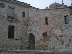 Puerta del Obispo (acceso de la muralla)