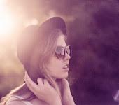 -Me desespero sin más, tus labios son mi cielo, mi sueño     !