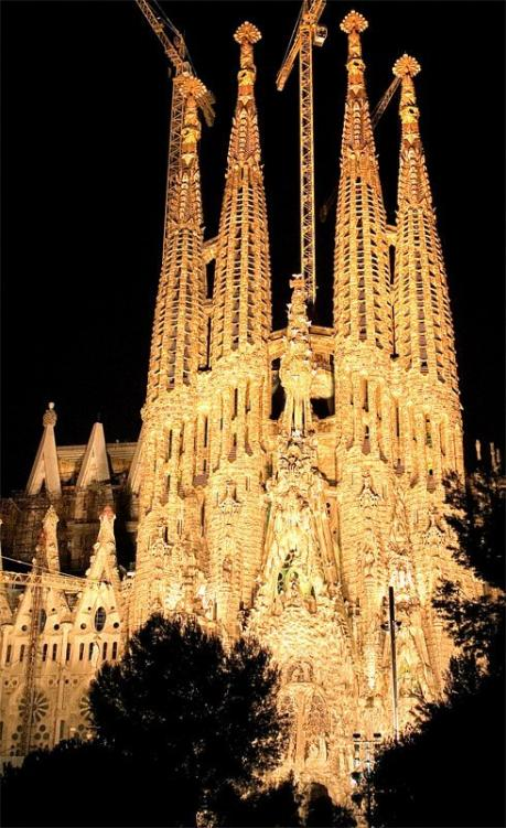1001 wishes august 2010 for Antoni gaudi sagrada familia architecture