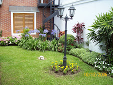 Farol en su jardin