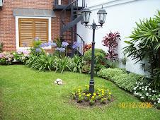 Farol en su jardin