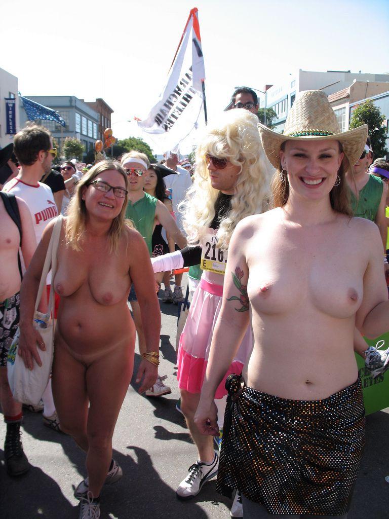 Nudist car show — img 11