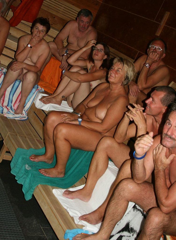фото нудистов в сауне