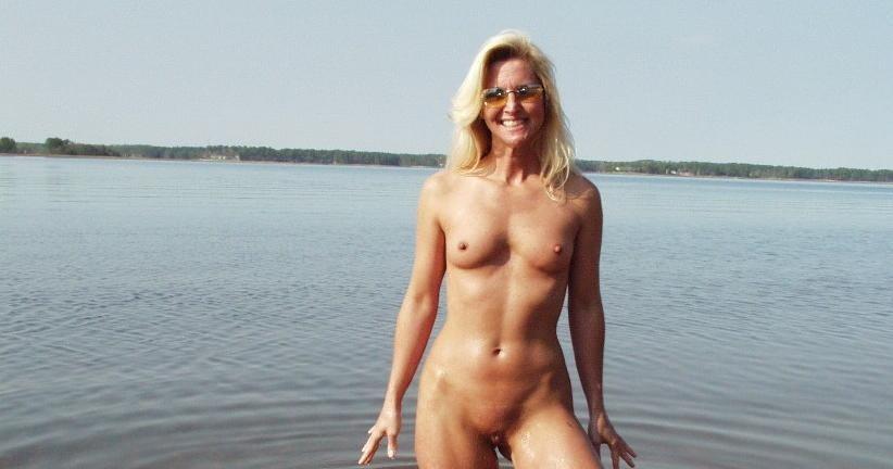 Nudist Women BONUS Photo of the Day 01/11/11 - GOOD NAKED
