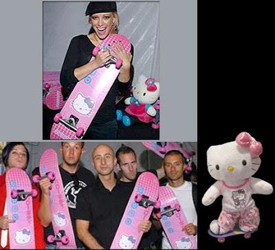 Palabras encadenadas . - Página 3 Hillary+Duff-Simple+Plan-Hello+Kitty+SkateBoard