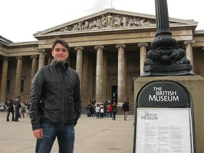 Txemi frente al British Museum