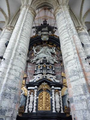 Altar Mayor por detrás de la Catedral de San Nicolás de Gante