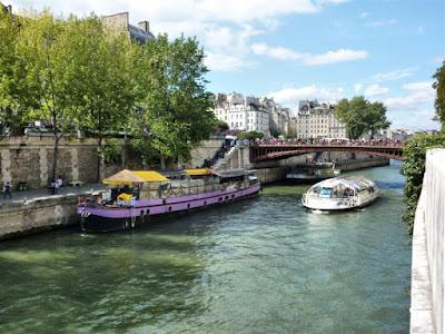Río Sena a su paso por París