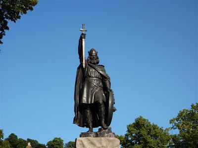 """Estatua de Alfredo """"el Grande"""" fundador de Winchester"""