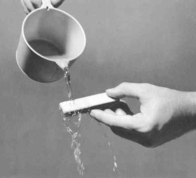 Molhando o biscoito