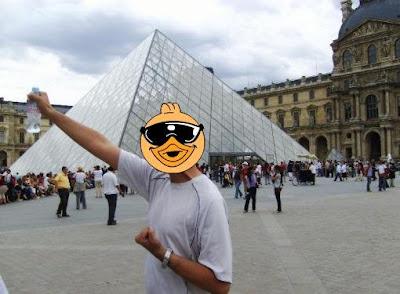 Pato Com Fome No Louvre
