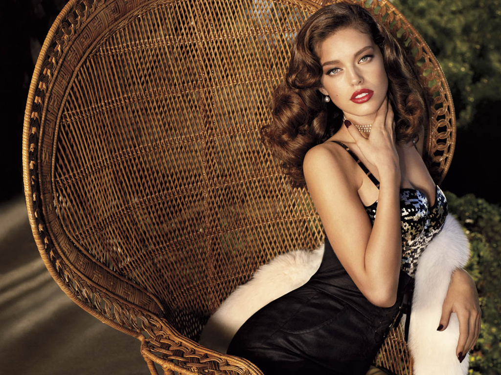 [Sujet commun] A very merry Christmas to you.  Emily+DiDonato+%2528GUESS+2009%2529+HQ+%25287%2529
