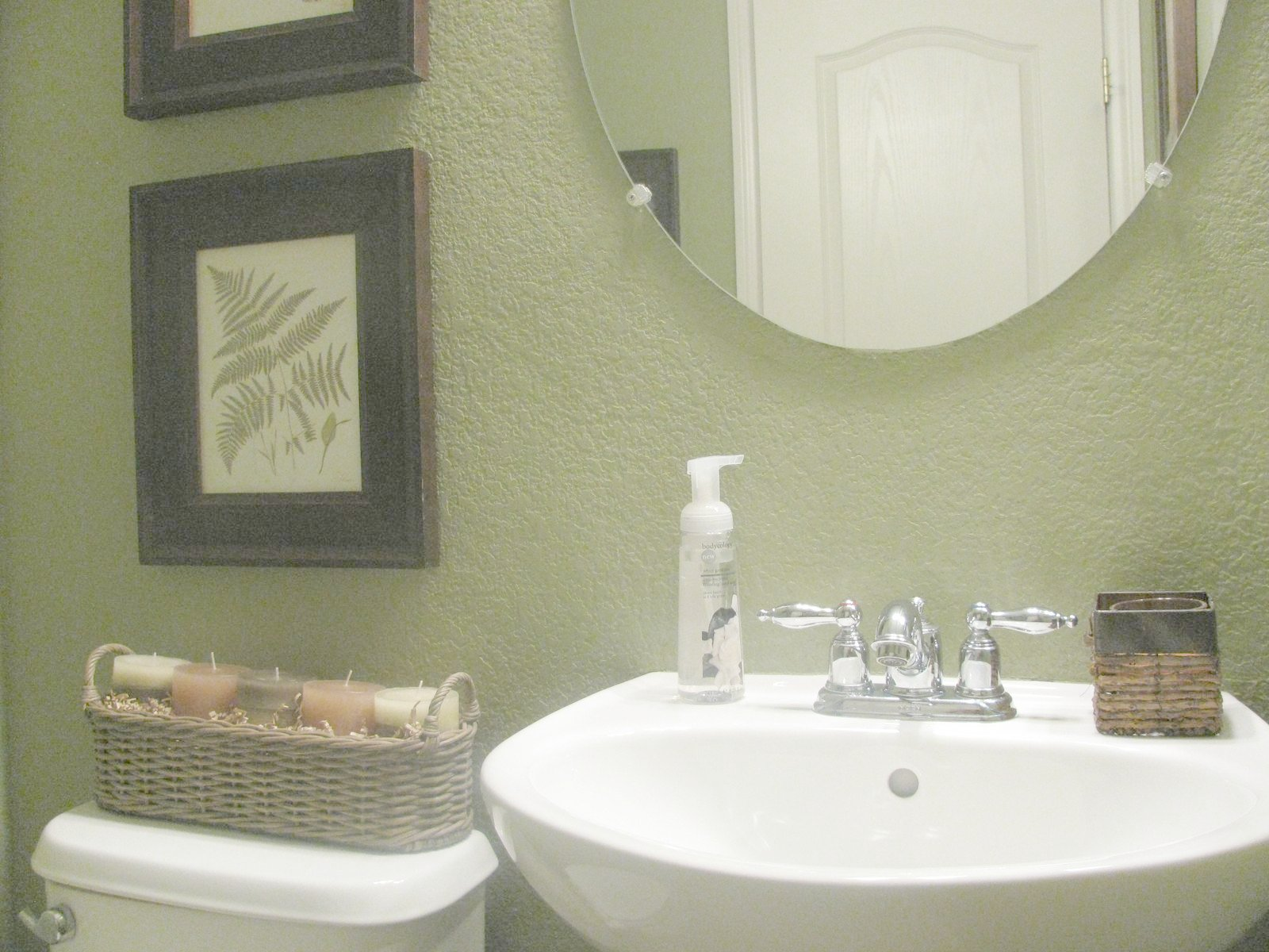 Fern Creek Cottage: Green Fern Bathroom