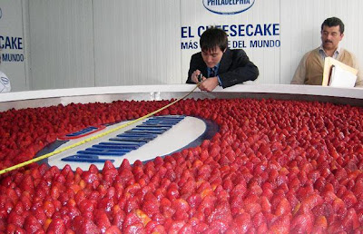 world's biggest strawberry cheesecake picture, world's biggest strawberry cheesecake images, world's biggest strawberry cheesecake photo 2010, world's biggest strawberry cheesecake video