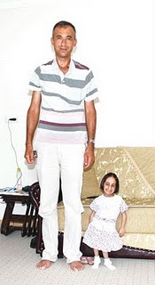 Turkish Woman Hatice Kocaman photo, Worlds Smallest Person picture, Smallest Person in the world 2010, Hatice Kocaman video, current worlds smallest ladies