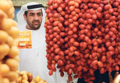 Hamad Sarhan Al Darie photo, Salem Rebhi Al Silawi picture, Lulu Date Festival Abu Dhabi UAE, World's Largest artificial date Guinness World Records, World's biggest artificial date