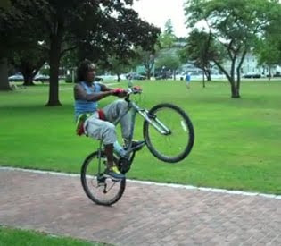 World Longest Bicycle Wheelie photo, Garth Lockhart picture, wheelie man Garth Lockhart, Longest Bicycle Wheelie Guinness Record, Bicycle drive single Wheelie Video