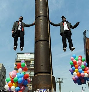 A pair of Chilean twins stunt,  Nicolas Luisetti and John Paul illusionists, World Levitation Guinness Record 2011 , Chilean illusionists photo, Nicolas Luisetti and John Paul illusion magic, twins magic video, most famous illusionists in the country