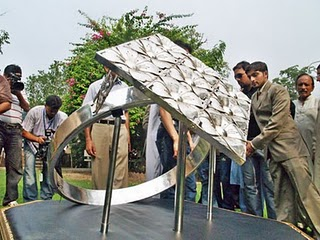 Mohammad Amin Saleem photo, World Biggest Silver Ring picture, Pakistan Biggest Silver Ring, biggest silver ring in the world 2011, Fragrance of Love, Mohammad Amin Saleem Guinness World Record, World Biggest Silver Ring in Lahore old city