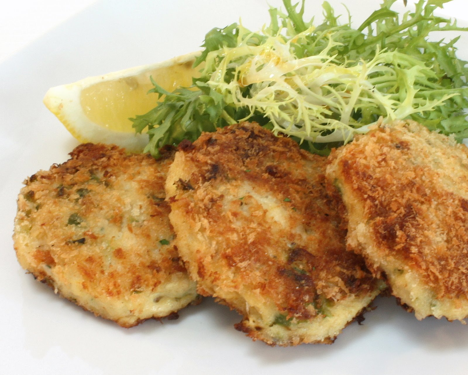 Pan Fried Roasted Pepper Crab Cakes | Wives with Knives