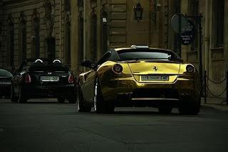carros-ferrari-ouro