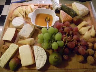 http://4.bp.blogspot.com/_kH7mDQCwu5Q/TOH71ajviGI/AAAAAAAAAXk/3rP16YSZJIc/s320/cheese%2Bplatter.JPG