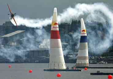 Red Bull Air Race over the River Thames, London (2007)