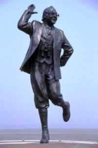 Graham Ibbeson - Eric Morecambe Statue (1999)