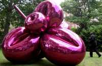 Jeff Koons - Balloon Flower (Magenta) 1995-1999 in St James's Park, London (19/6/08)