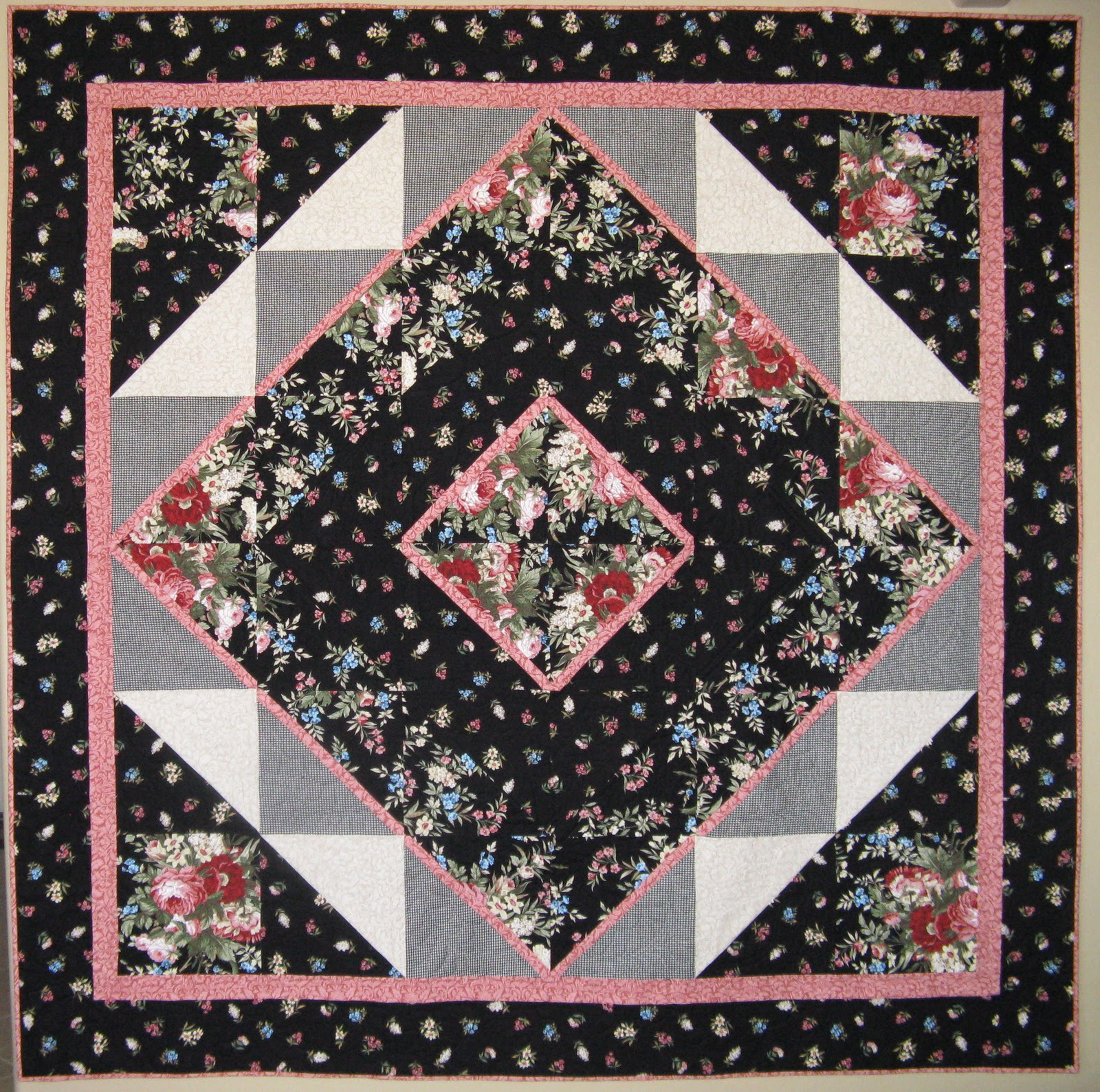 Welcome to: Maggie's Medallion quilt in Mc Call's Quick Quilts ... : quick quilt magazine - Adamdwight.com