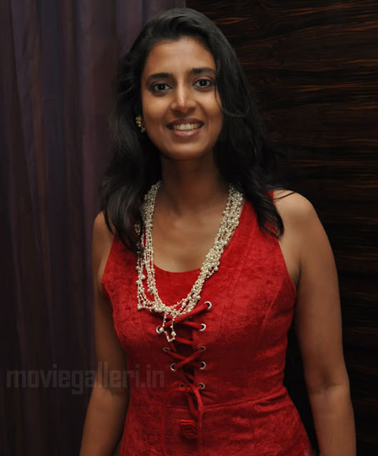 Tamil actress Kasthuri poses semi-nude for a photo shoot ...