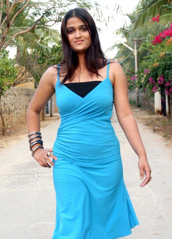 [Actress-Asmitha-Stills-photos-02.jpg]