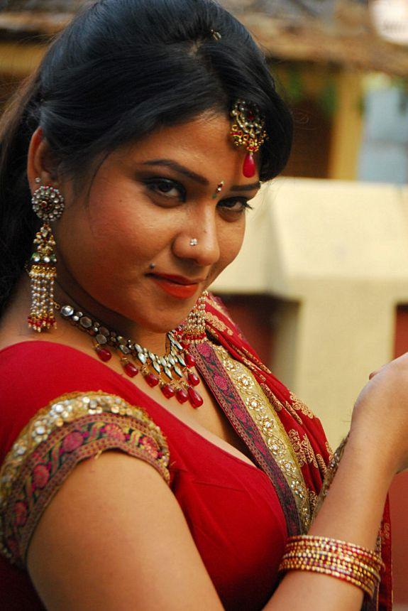[Actress-Jyothi-Hot-stills-pics-06.jpg]