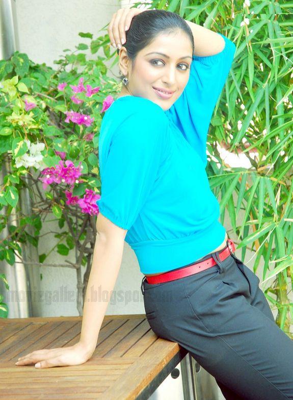 [Padmapriya-Latest-hot-pics-photos-stills-pictures-05.jpg]