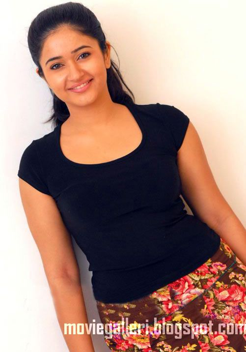 [poonam-bajwa-latest-hot-stills-pics-photos-images-08.jpg]