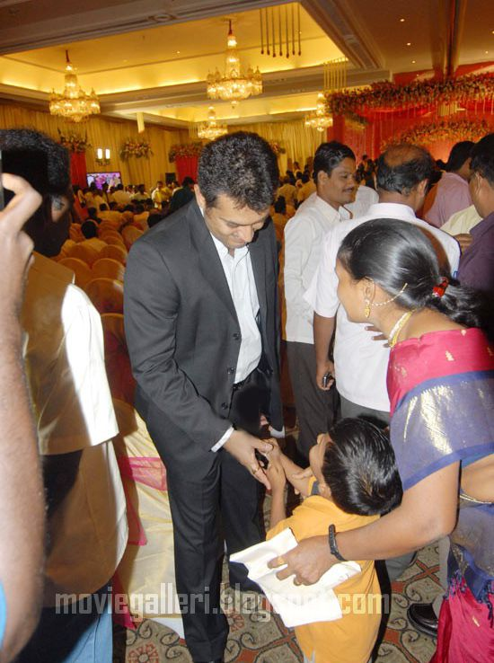 [Durai-Dayanidhi-Azhagiri-Engagement-Stills-06.jpg]
