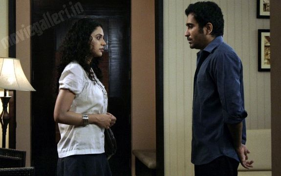 http://4.bp.blogspot.com/_kLvzpyZm7zM/S77i4xDMEcI/AAAAAAAAJO0/Rw6UgPd4VZk/s1600/naan_movie_stills_pics_photo_gallery_06.jpg