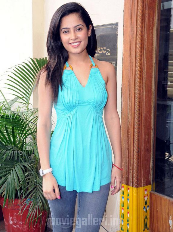 , Tamizh Padam Actress Disha Pandey Latest Pics