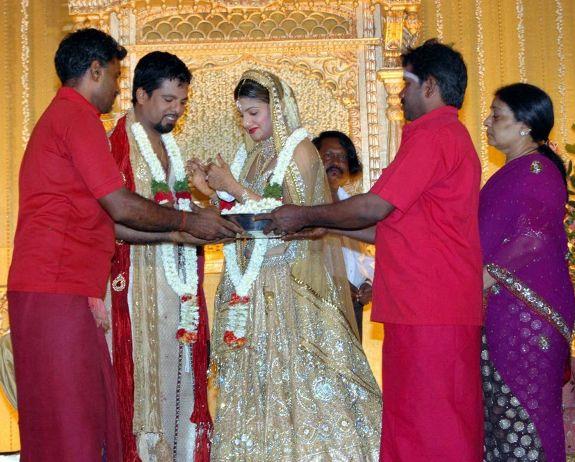 http://4.bp.blogspot.com/_kLvzpyZm7zM/S8LDG5DoY5I/AAAAAAAAJUs/-NdEp1NV7ag/s1600/rambha_wedding_marriage_reception_photos_pictures_06.JPG