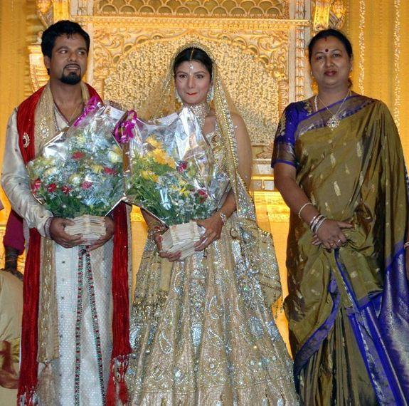 http://4.bp.blogspot.com/_kLvzpyZm7zM/S8LDHefe1gI/AAAAAAAAJU0/2KWgn54n8ME/s1600/rambha_wedding_marriage_reception_photos_pictures_05.JPG